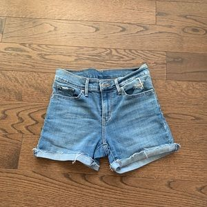 Levis Denim Shorts. Perfect for summer